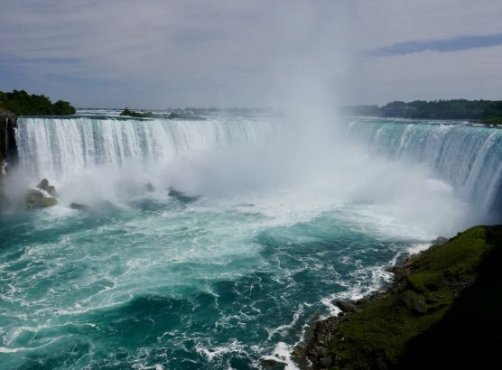 Man survives after being swept over Niagara Falls image